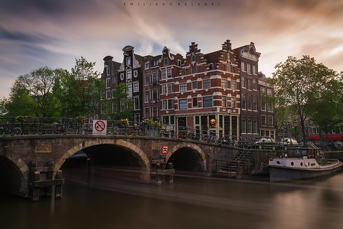 amsterdam netherlands holland olanda canale acqua water cielo sky clouds nuvole case houses canal nikond3100 sunset tramonto europa europe