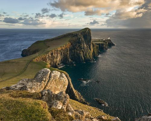 neist point isle skye highlands scotland lighthouse sea ocean atlantic worlds edge rocks waves clouds sunset loneliness winter weather