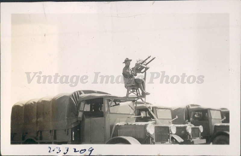 Machine-gun-unit-aboard-a-truck-of-the-motorized-cavalry-1933