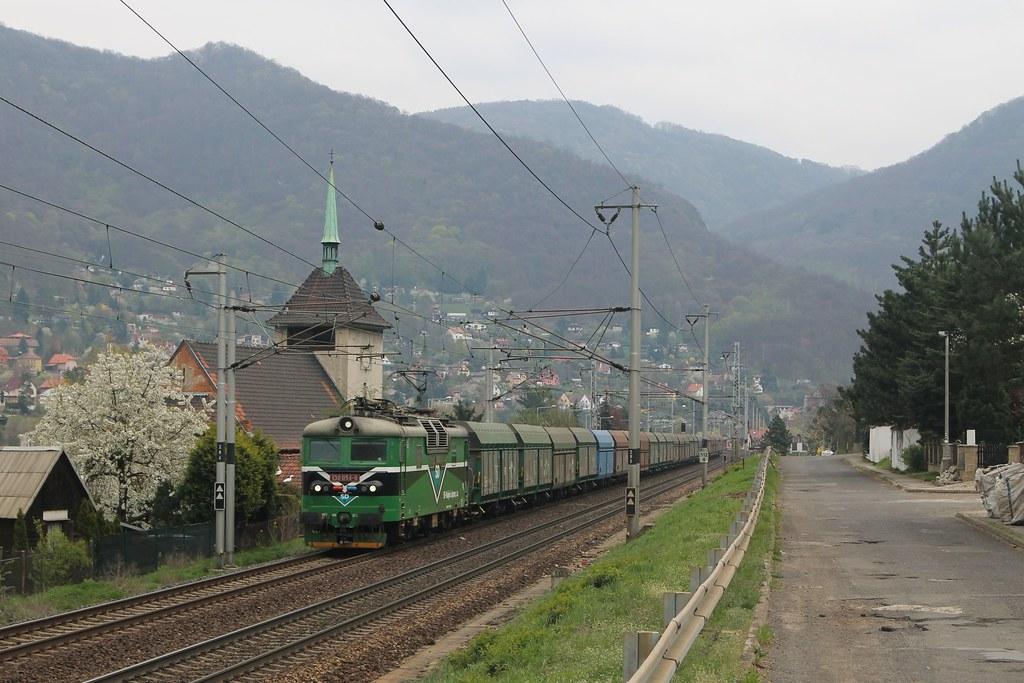 SD 130 054-0 bij Vaňov op 12-4-2019