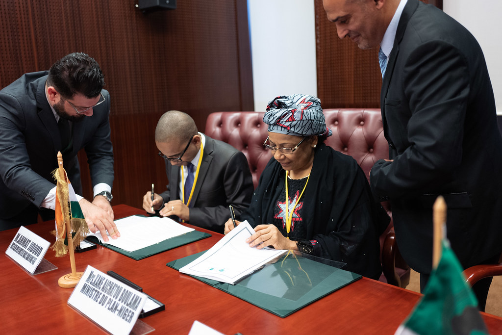 "Malabo AfDB Annual Meetings Day 1 - Signing Agreement for the ""Kandadji"" Programme for the Regeneration of Ecosystems and the Development of the Niger Valley"