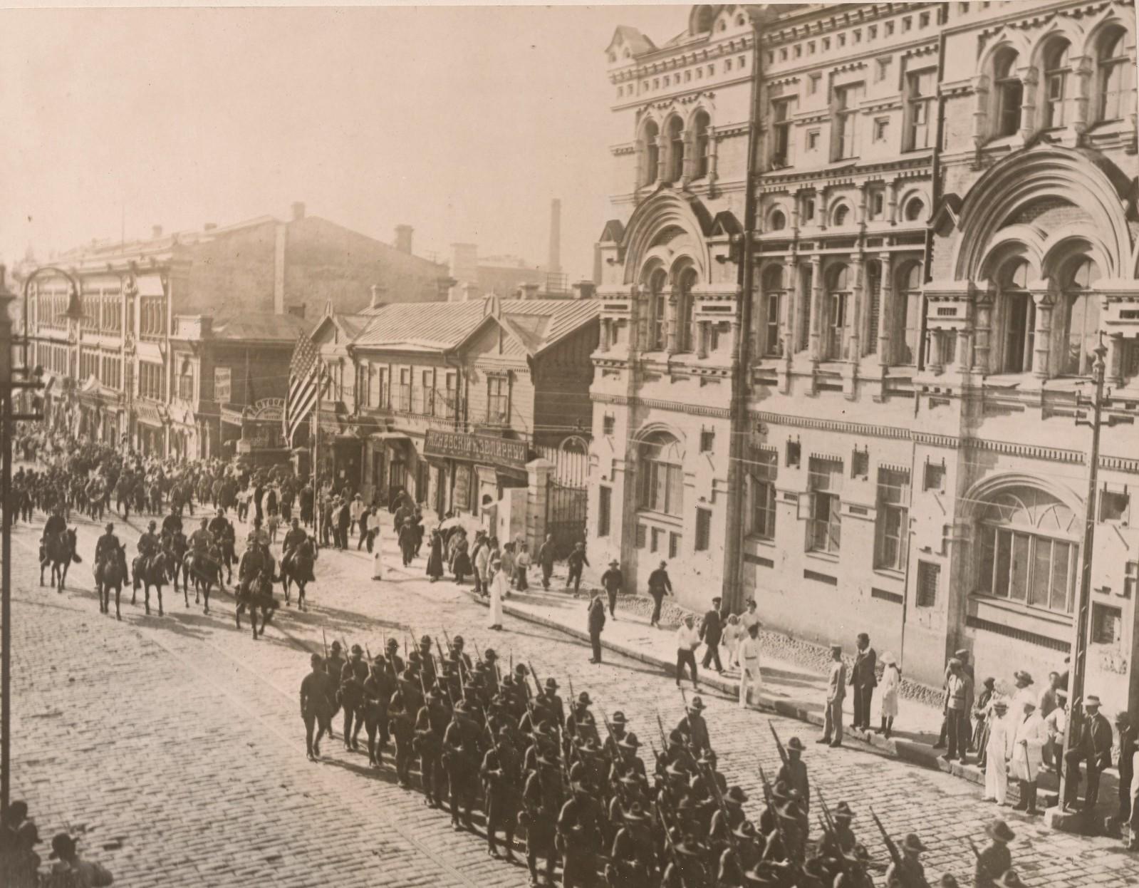 1918. Американцы на параде, устроенном в их честь. 23 октября