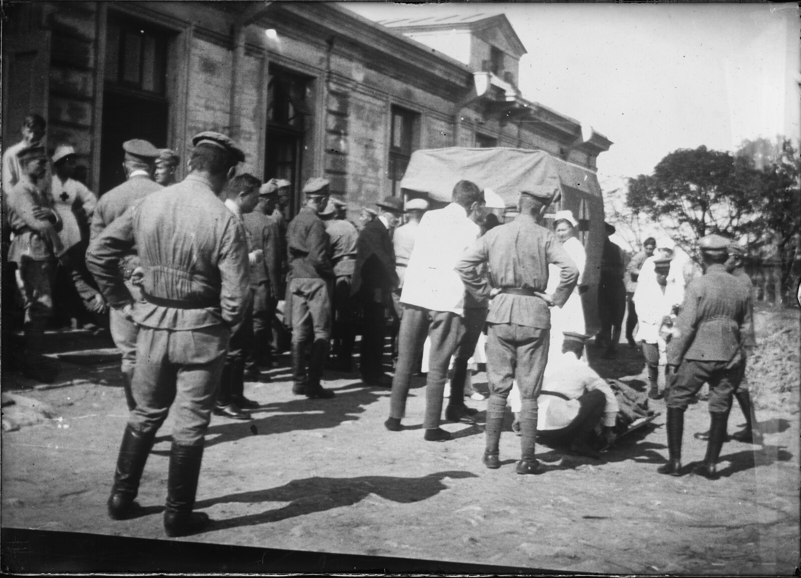 1918.  Прибытие раненных в госпиталь Американского Красного Креста.