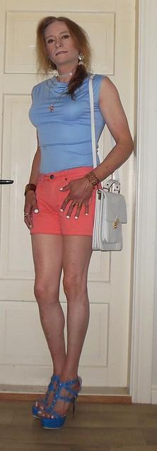 #smile #happygirl #summerwear #summeroutfit #shorts #shortshorts #barelegs #sandals #highheels #platformshoes #tgirl #transvestite #realscandinavianblonde