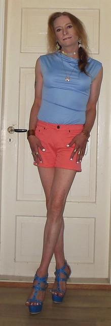 #smile #happygirl #happytgirl #posing #summerwear #summeroutfit #shortshorts #barelegs #sandals #highheels #tgirl #transisbeautiful