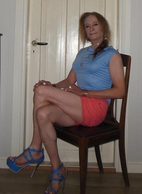 #smile #posing #sittingpretty #summeroutfit #shorts #barelegs #highheels #sandals #tgirl #transvestite