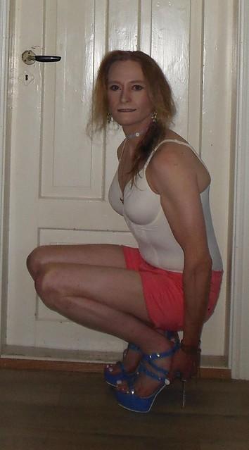 #heelgrab #squatting #squattinginheels #smile #posing #tgirl #summerwear #lingerie #teddy #shorts #barelegs #highheels #highheelsandals