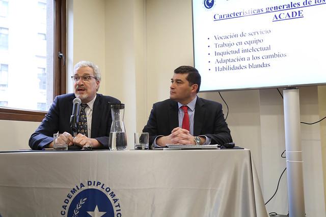 Subdirector de la Academia Diplomática de Chile, Christian Von Loebenstein y el Secretario de Estudios, Luis Sánchez
