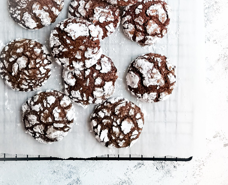 Chocolate Brownie Crinkle cookie with powdered sugar