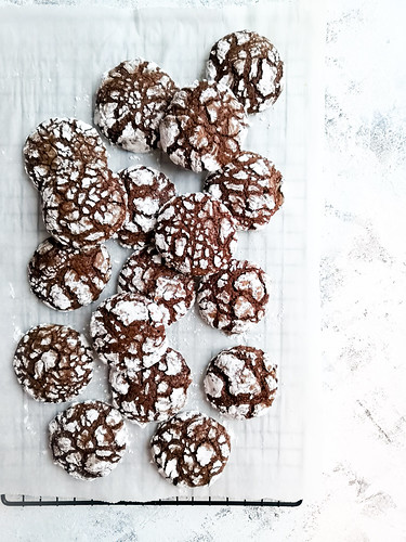 Chocolate Brownie Crinkle cookie with powdered sugar