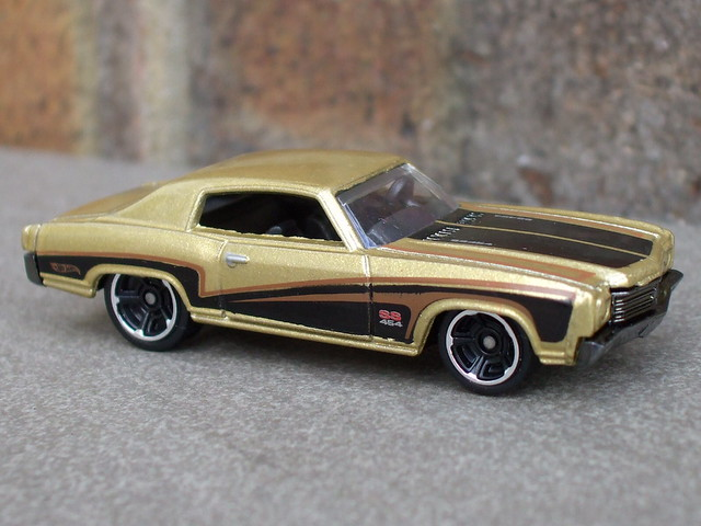Hot Wheels 1970 Chevrolet Monte Carlo Muscle Mania Series