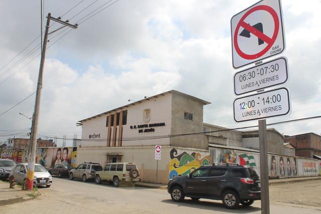 Tramo vial se torna de una vía en entrada y salida de clases para proteger a alumnos