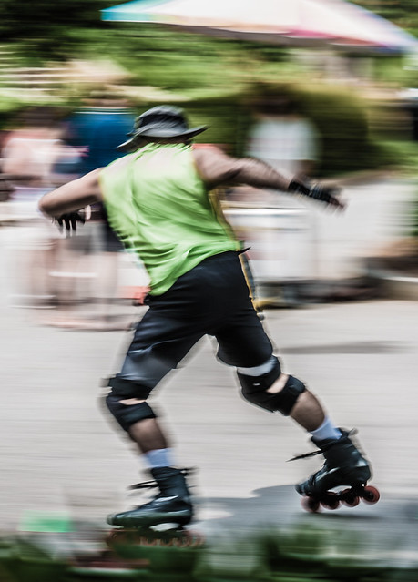 Hatted skater, cloaked in mystery - 2019-06-02_25