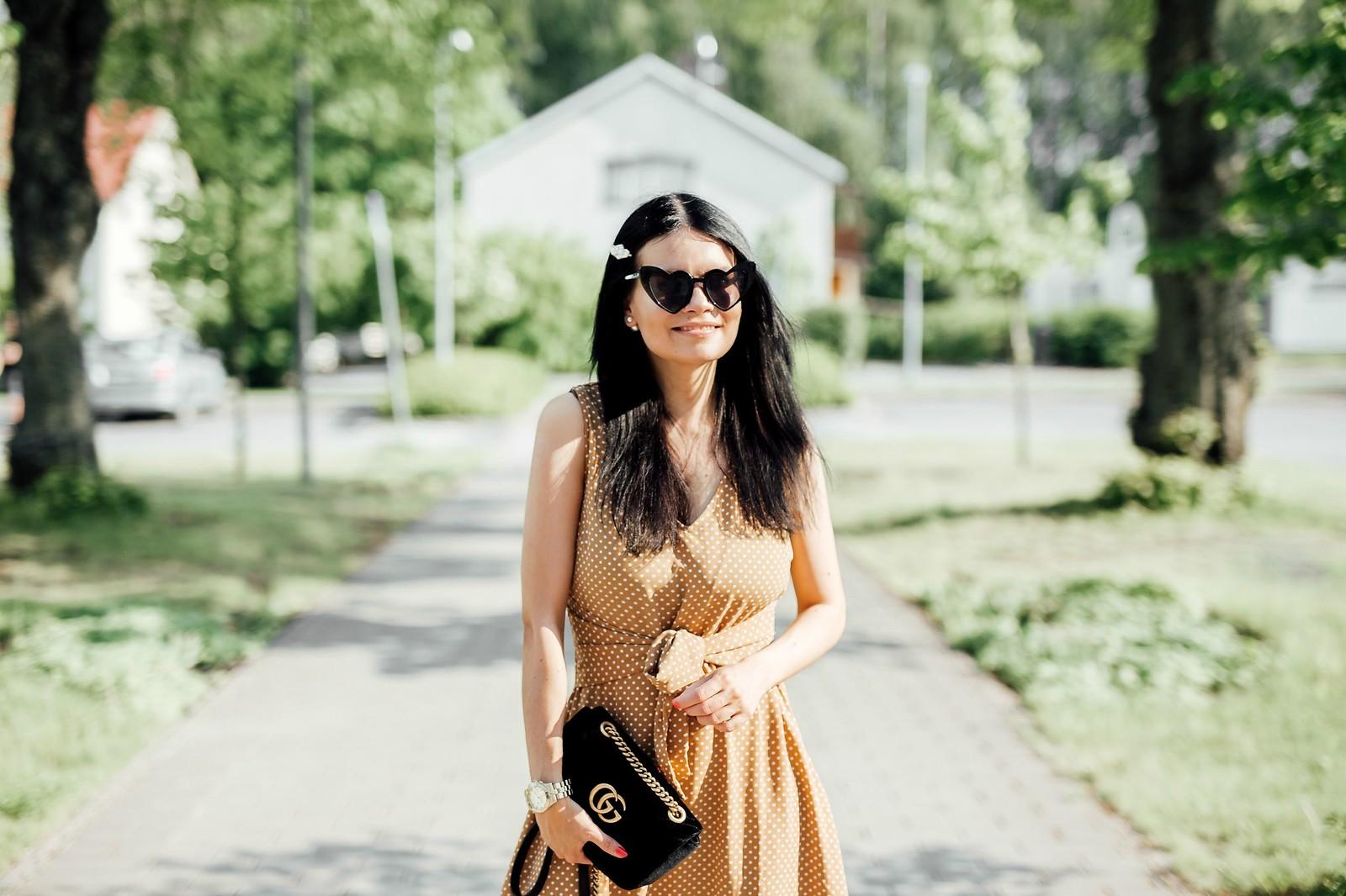beige mekko
