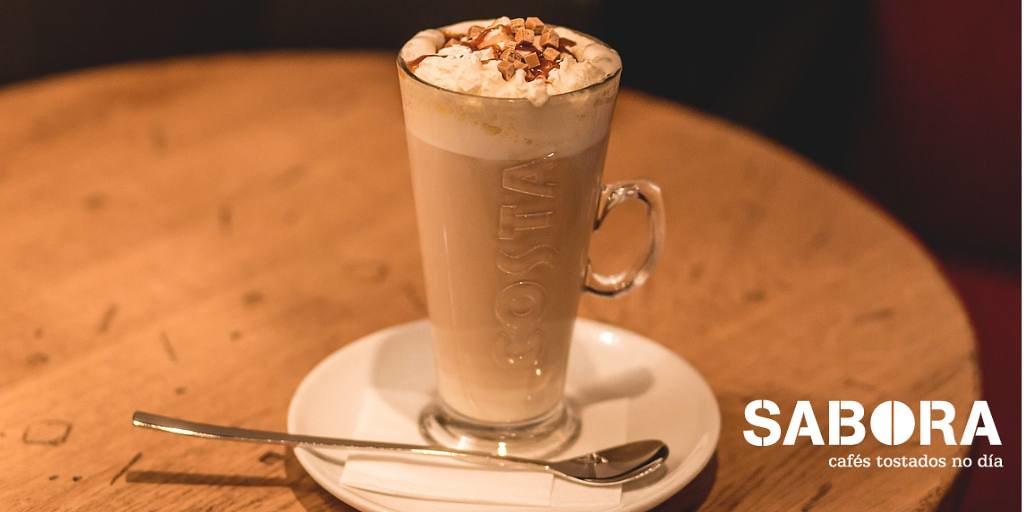 Café  Frappé servido en vaso alto