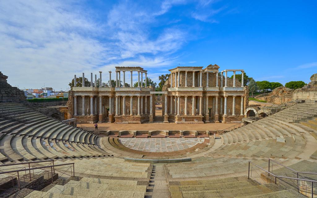 Teatro romano de Mérida | Durante los años 15 y 16 a.C. Marc… | Flickr