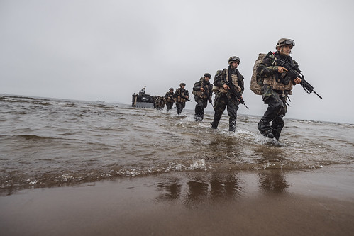 """Latvijā notiek starptautisko militāro mācību """"Baltops 2019"""" sauszemes operācijas aktīvā fāze"""