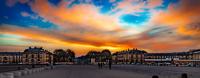 Sunrise over Avenue de Paris from the front courtyard at Versailles Palace, France-6a