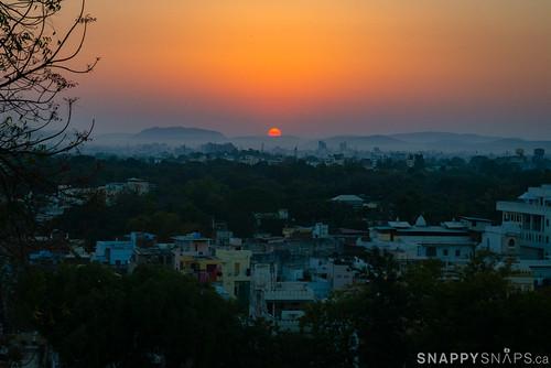 india rajasthan udaipur citypalace udaipurcity shivniwaspalace snappysnapsca cloud sun sunrise dawn cityscape moodysky