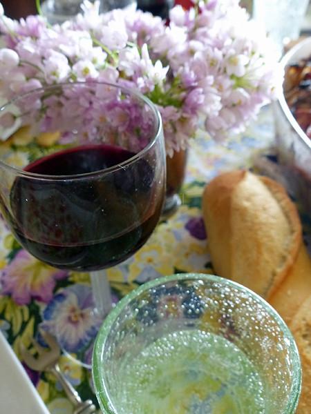 vin et fleur d'ail