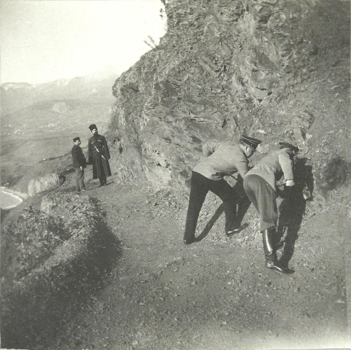 1913. На Аю-Даге. Путешествие из Гурзуфа в Кучук-Ламбат с посещением горы Аю-Даг и имений Партенит, Чукурлар и Хоросан. Ноябрь