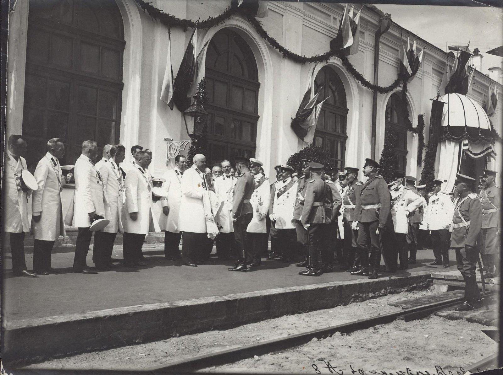 1913. Императору Николаю II представляются городские головы уездных городов Владимирской губернии на перроне во Владимире