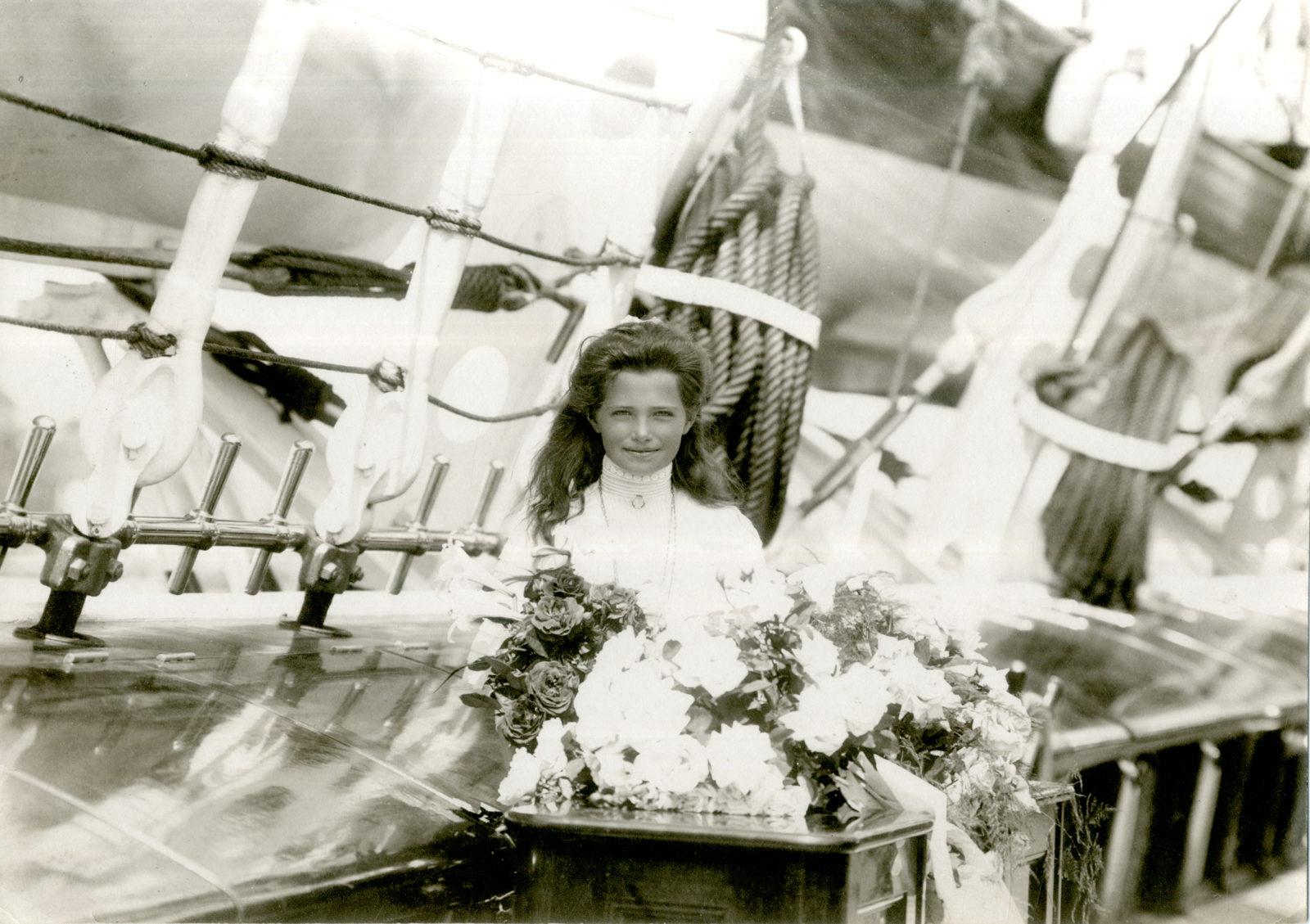 1910-е. Великая Княжна Мария Николаевна на палубе яхты Штандарт