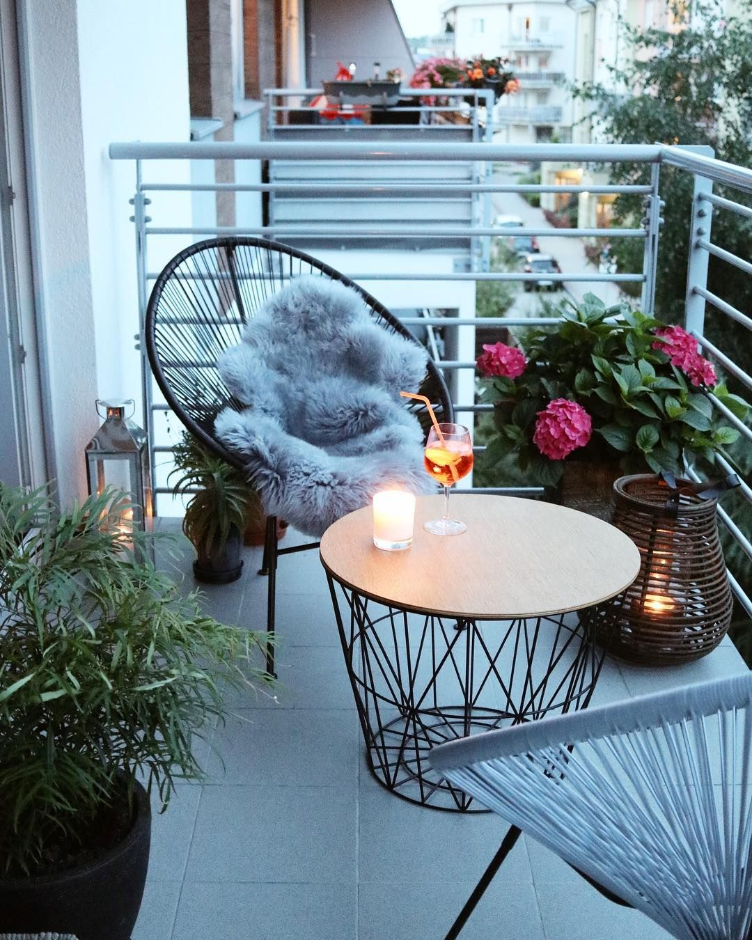 Acapulco Chair Ideas | The Best Decorated Small Outdoor Balconies on Pinterest | Small Patio Decor Ideas | Boho Apartment Patio Inspiration | Outdoor Furniture Inspiration