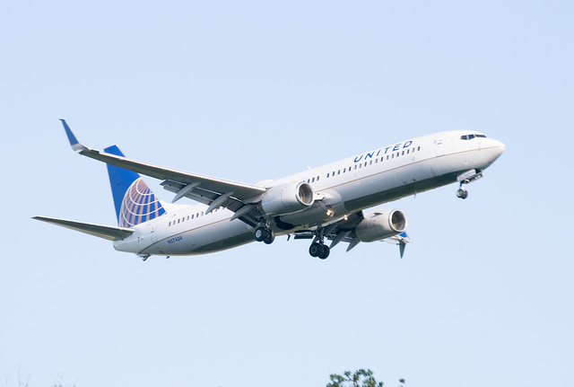 United Airlines Boeing 737-924(ER)(WL) Lands at IAH, Houston 1906081850