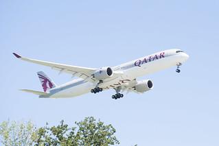 Qatar Airways Airbus A350-1041 Lands at IAH, Houston 1906081542