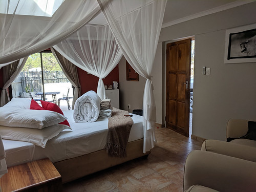 our 'honeymoon' suite (Lion) @ Halali Camp