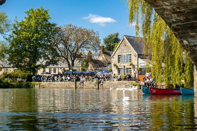 Riverside pub, Lechlade, Gloucestershire, uk