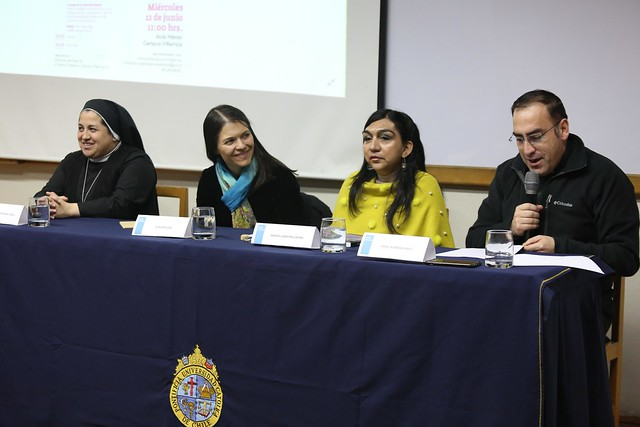 "Simposio ""Liderazgo de la mujer, Desafíos de hoy: familia, trabajo e Iglesia"""