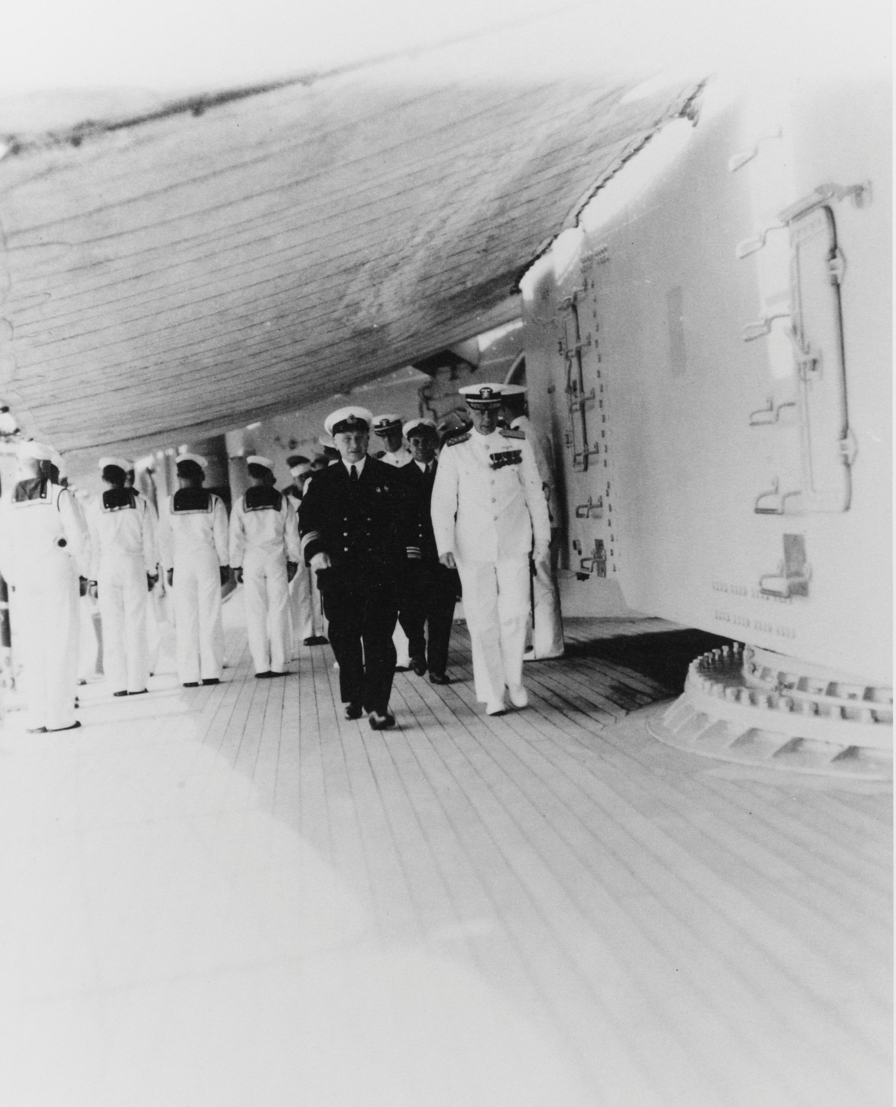 Адмирал Ярнелл и командующий Тихоокеанским флотом Г. Киреев  на борту «Огасты» 28 июля