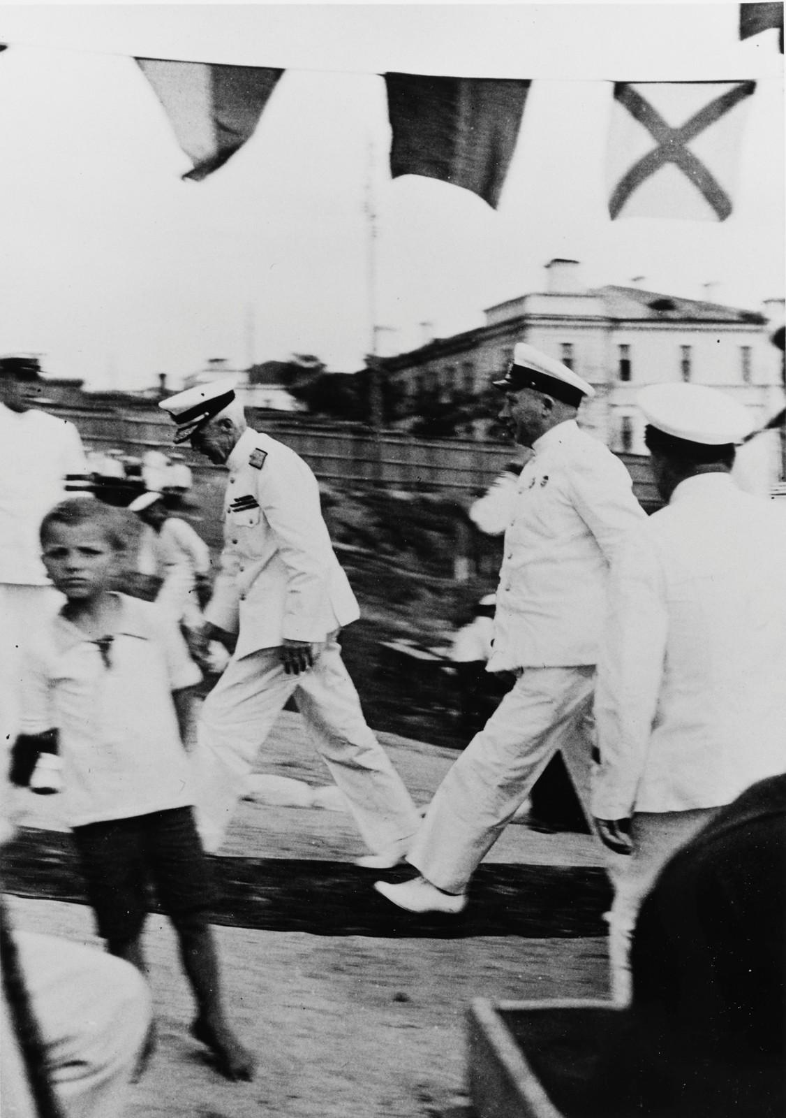 Командующий Тихоокеанским флотом флагман 1 ранга Г. Киреев и адмирал Ярнелл. 29 июля