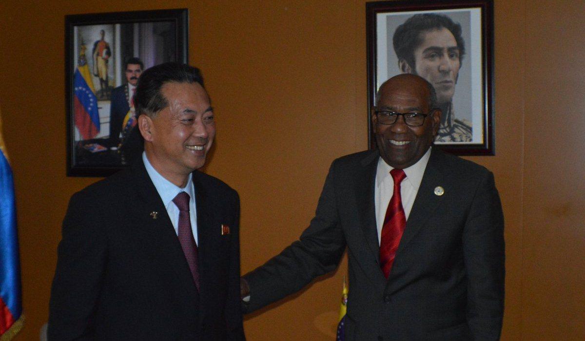 Vicepresidente Istúriz y vice primer ministro de la República Popular Democrática de Corea se reúnen en Nigeria