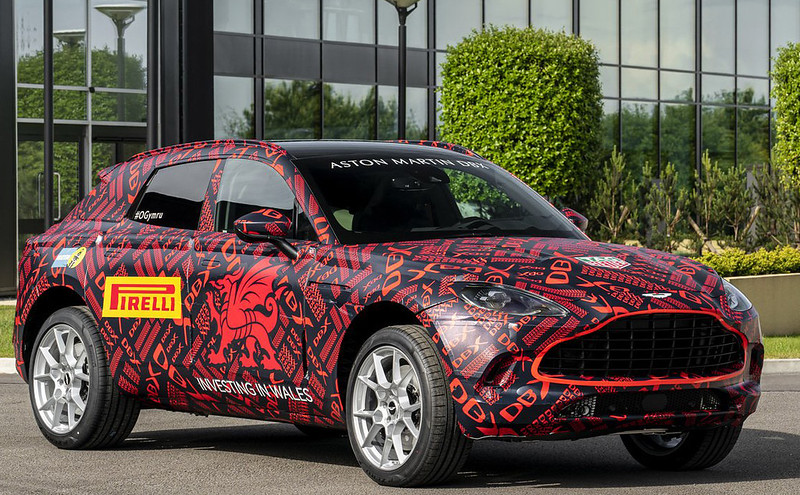 c0906a90-aston-martin-dbx-suv-st-athan-factory-1