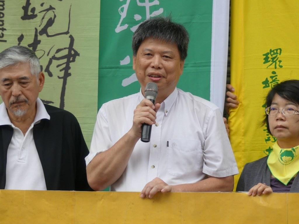政治大學地政學系徐世榮教授表示:「違章工廠並不是歷史共業,更是侵門踏戶的霸凌。」經濟部讓事業法規凌駕全國國計畫法規。