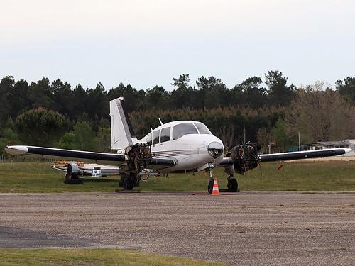 F-BJGS PA-23 Montendre-Marcillac 16-05-19