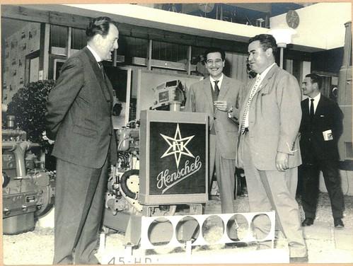 Srs Benasco i Garriga a l'estand de Henschel Sura de la Fira de Barcelona