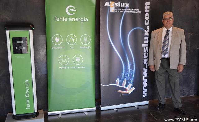 José Luis Sánchez Iglesias, presidente de AESLUX, junto al stand de FENIE Energía en el evento PROMETEUS celebrado en Salamanca.