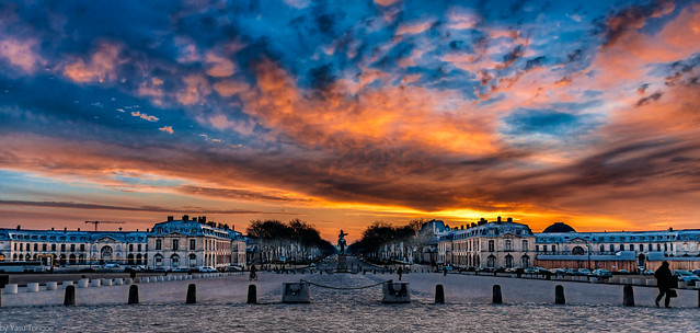 Sunrise over Avenue de Paris from the front courtyard at Versailles Palace, France-8a