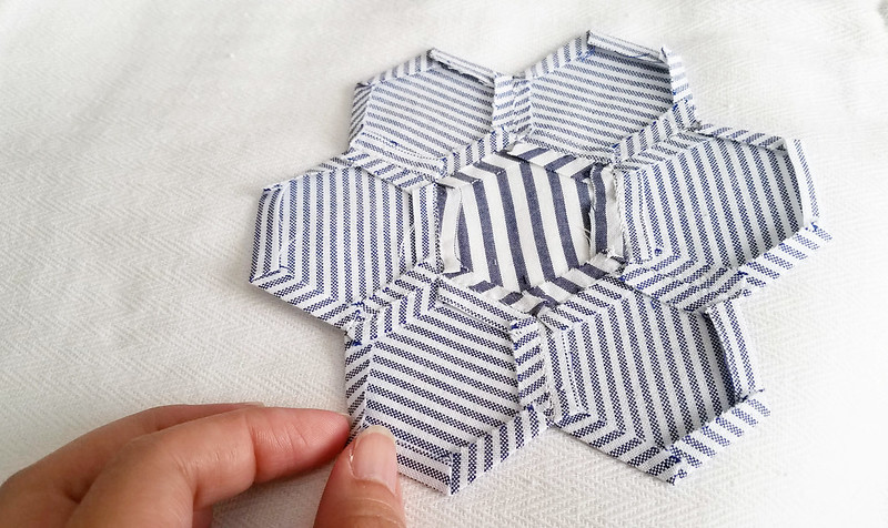 2 ways of attaching hexagon appliques