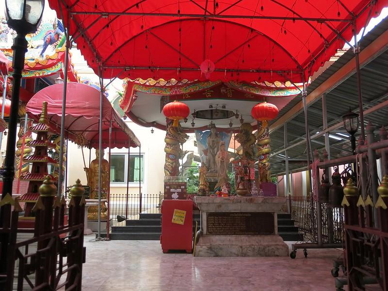 Mahayana shrine at Wat Intharawiharn