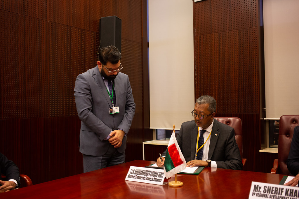 Malabo AfDB Annual Meetings Day 3 - Signature of Agreement between the AfDB and Madagascar