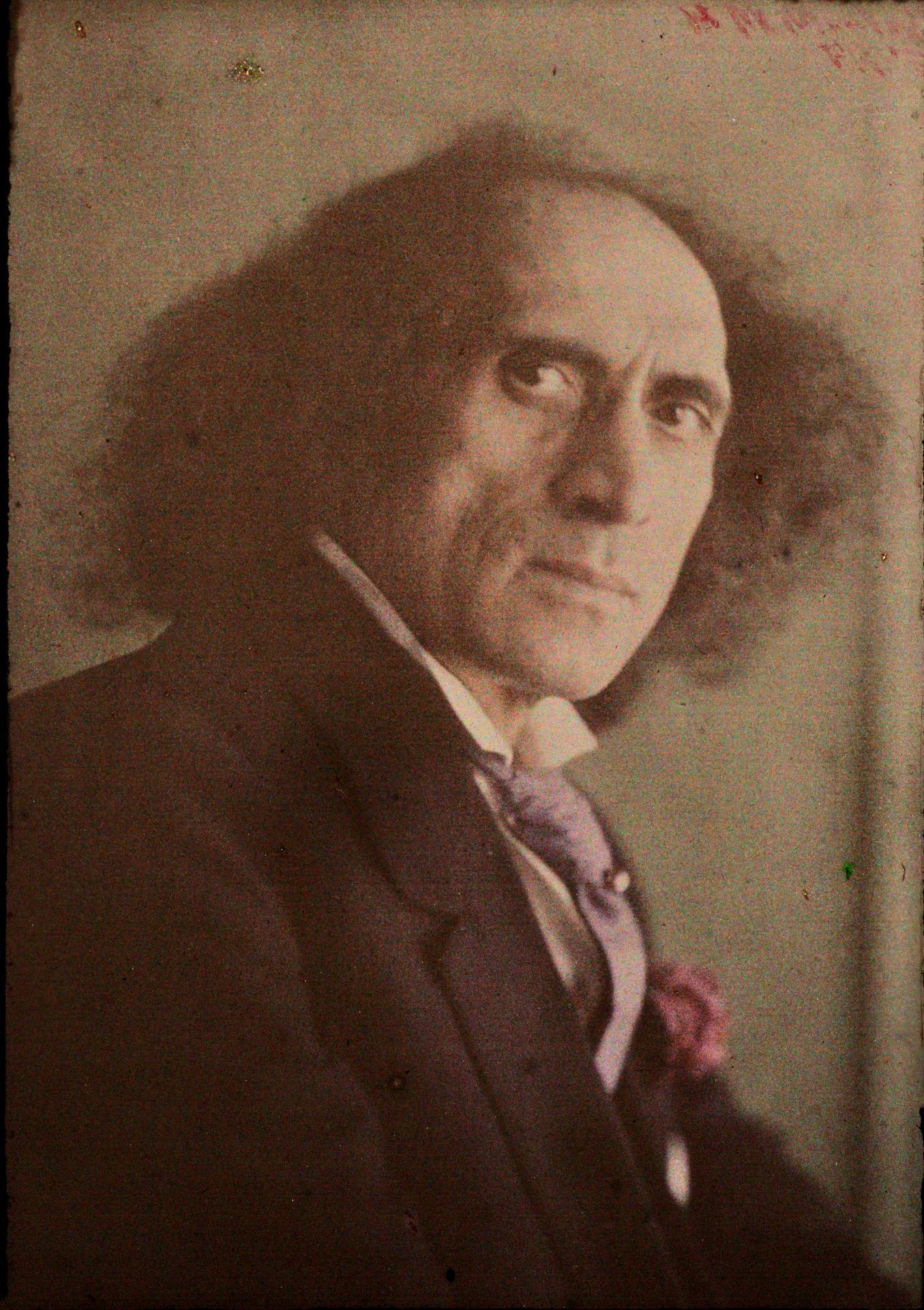 1915. Антонио Корсиат в отеле New Rosslyn,