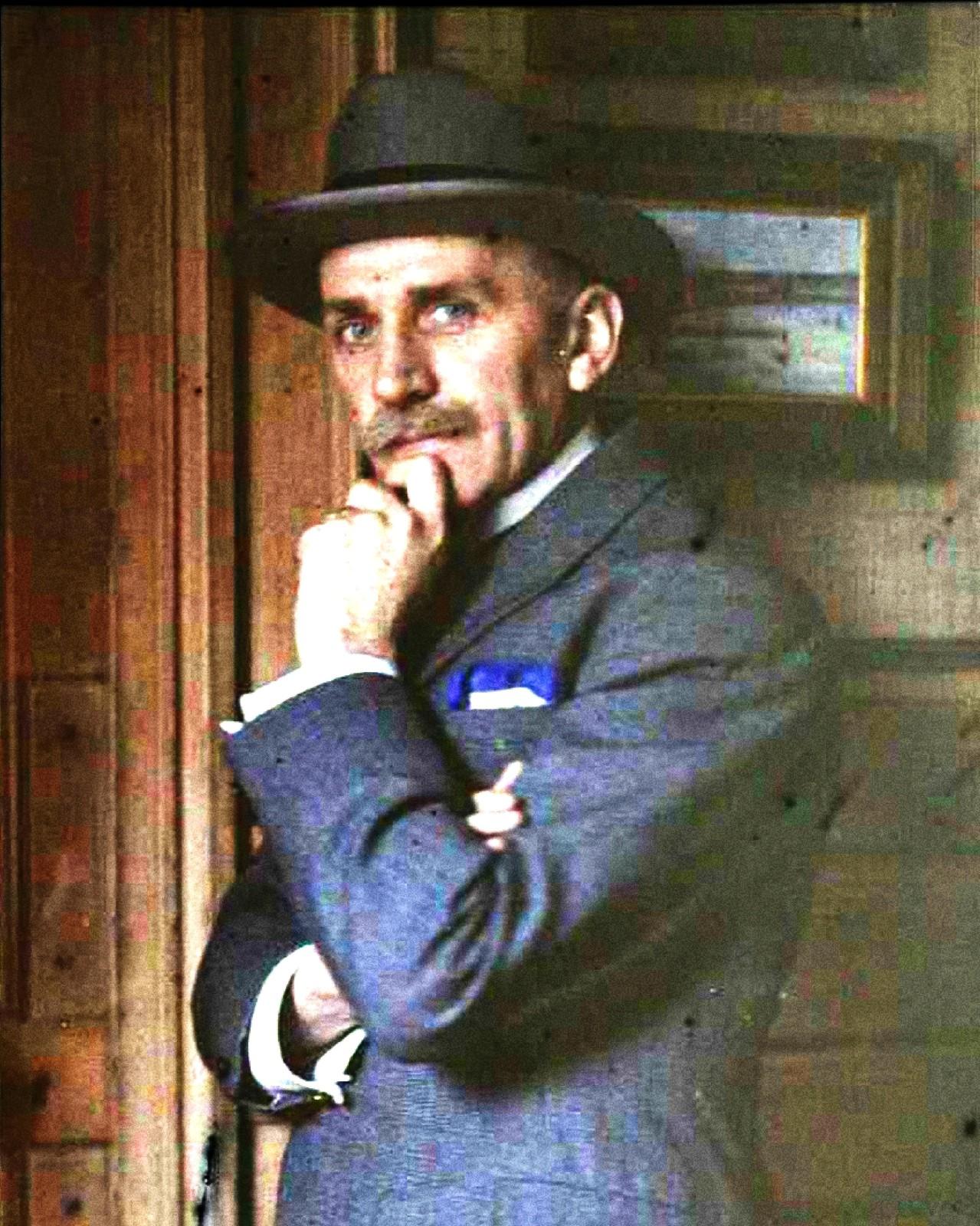 1910. Гюстав Гейн в шляпе
