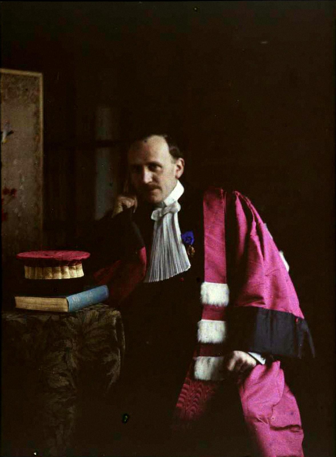 1910. Гюстав Гейн в профессорской мантии