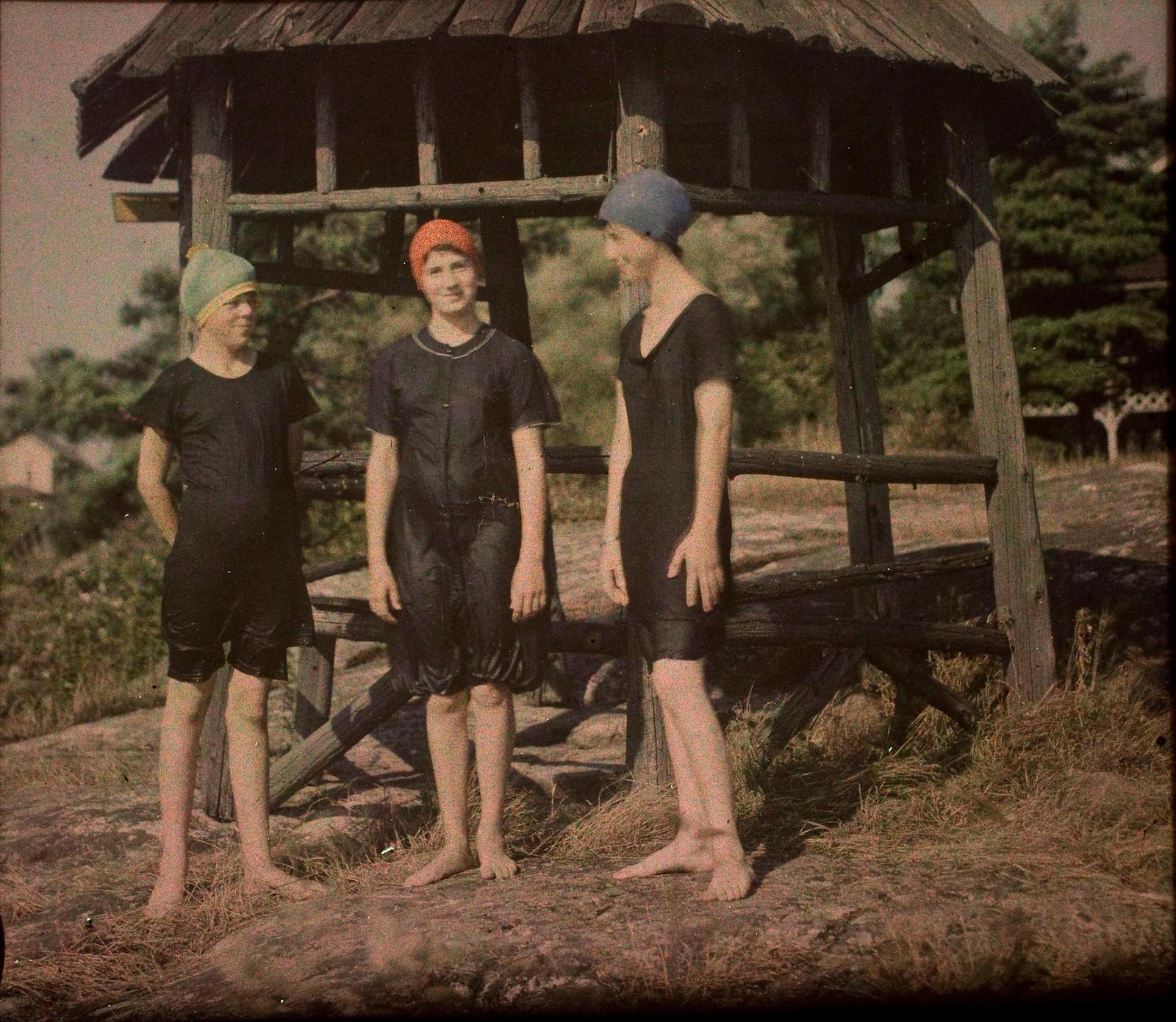1915.  «Прекрасные купальщицы