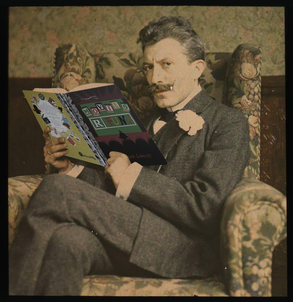 1915.  Мужчина с книгой